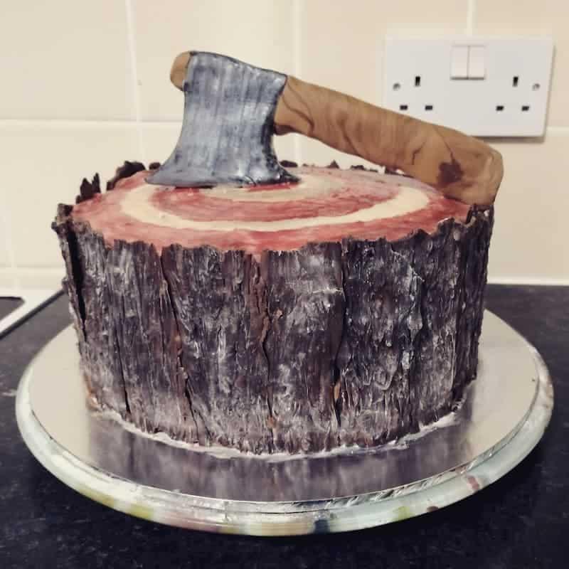 book your next birthday axe throwing near chicago